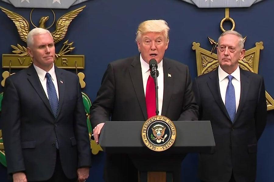 美國總統特朗普在國防部長馬蒂斯的就職宣誓儀式上講話。(白宮視像擷圖)