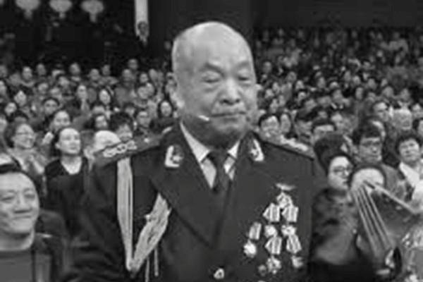 中共央視春晚被曝造假「老紅軍」,以其年齡推算不可能是「紅軍」的一員。網民斥央視:「不知廉恥」。圖為春晚節目中的「老紅軍」。(網絡圖片)
