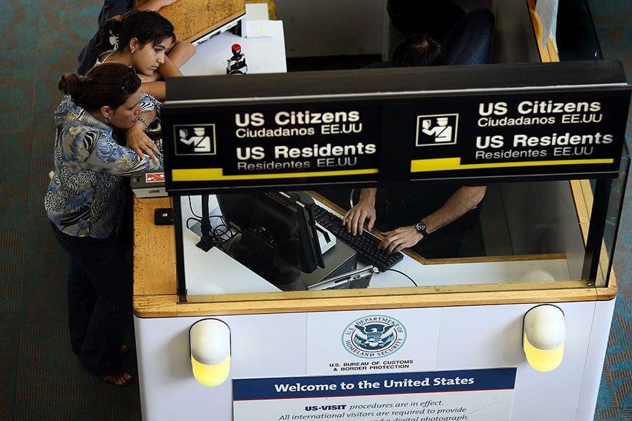 因特朗普行政令拖累?華人回美綠卡遭沒收