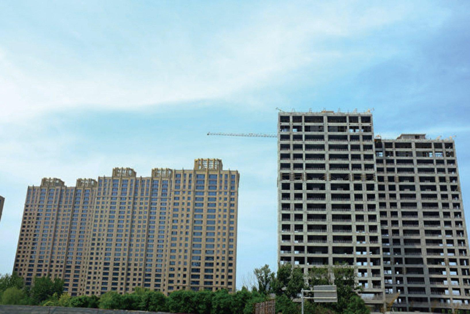 大陸三、四線城市樓市過剩所導致的泡沫破裂可能正在發生。圖為北京望京在建的樓房。(大紀元資料室)