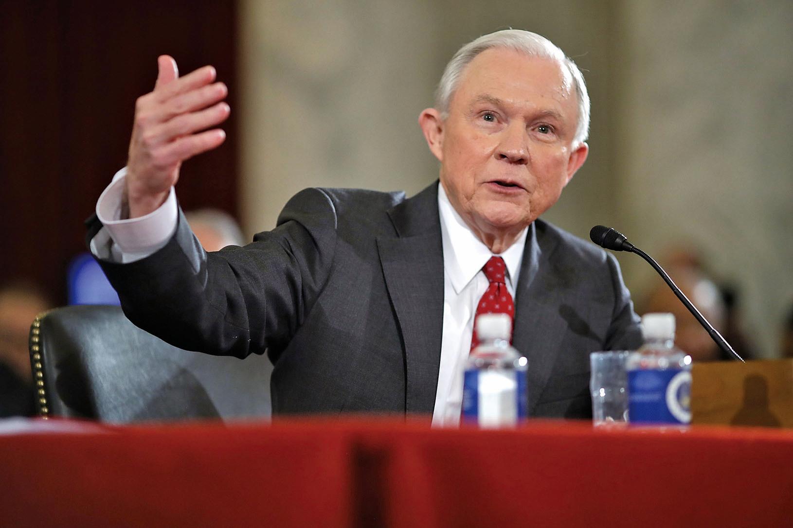 參議院司法委員會主席格拉斯利(Charles Grassley)周二下午宣佈,該委員會將對司法部長提名人塞申斯(Jeff Sessions)的投票表決推遲到周三。(Getty Images)
