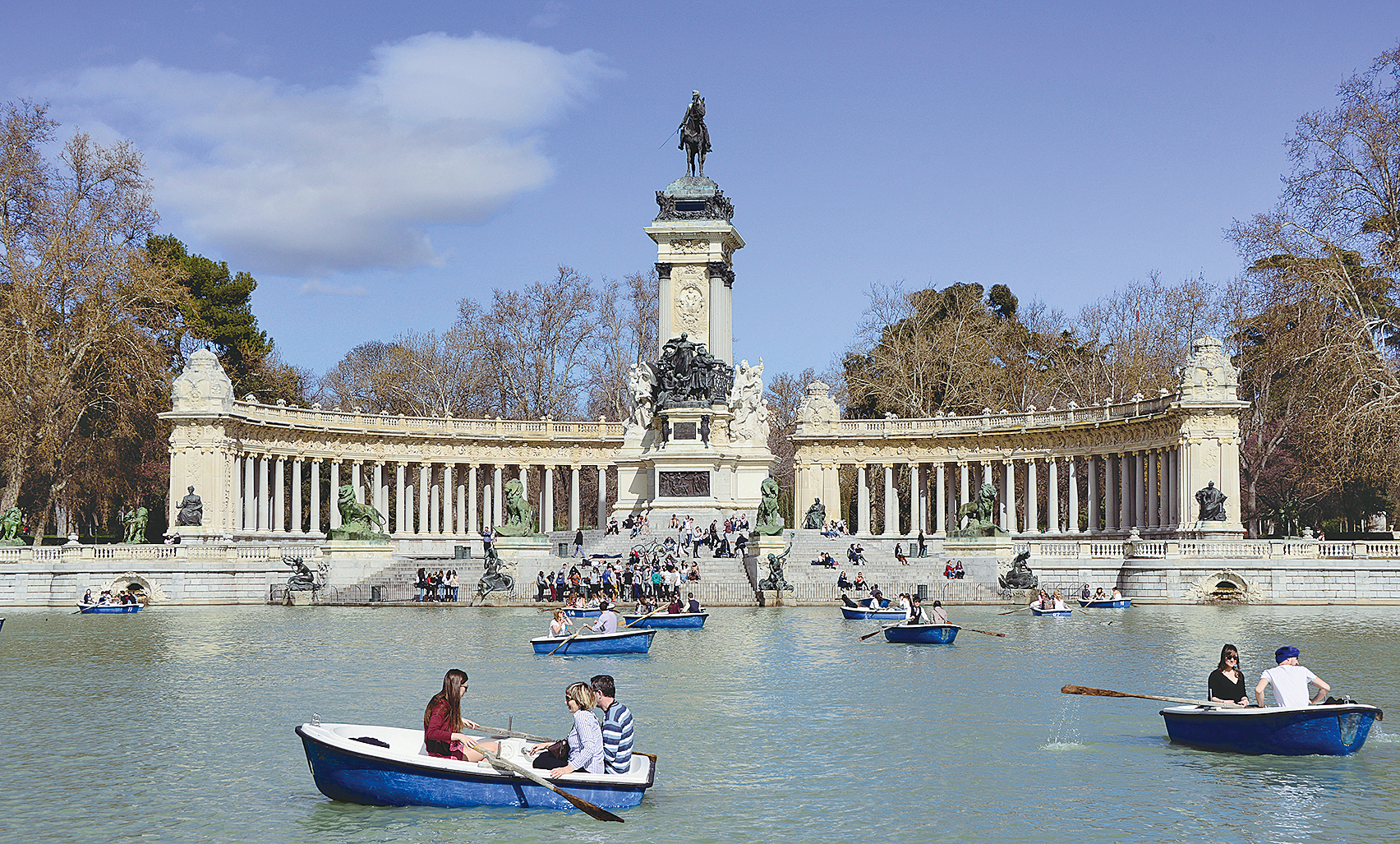 人民幣貶值、陰霾籠罩,大陸居民越加熱衷於海外置業,歐洲國家開始受到青睞。圖為西班牙馬德里的雷蒂羅公園。(AFP)