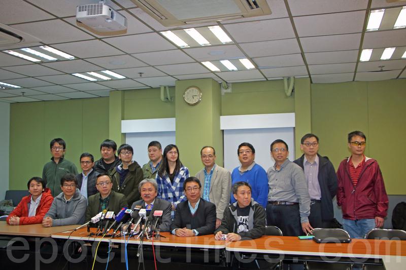 曾俊華昨日下午會「IT Vision」其中10多名選委會面,他透露下周一會推出政綱,會有更具體的細節,之後會再跟資訊科技界選委會面。(蔡雯文/大紀元)