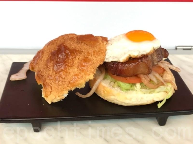 「七桌子」賣68港元一個的「黯然銷魂漢堡包」,用自家烘培的菠蘿包,加上秘製洋蔥汁和流心蛋等製作漢堡。(王文君/大紀元)