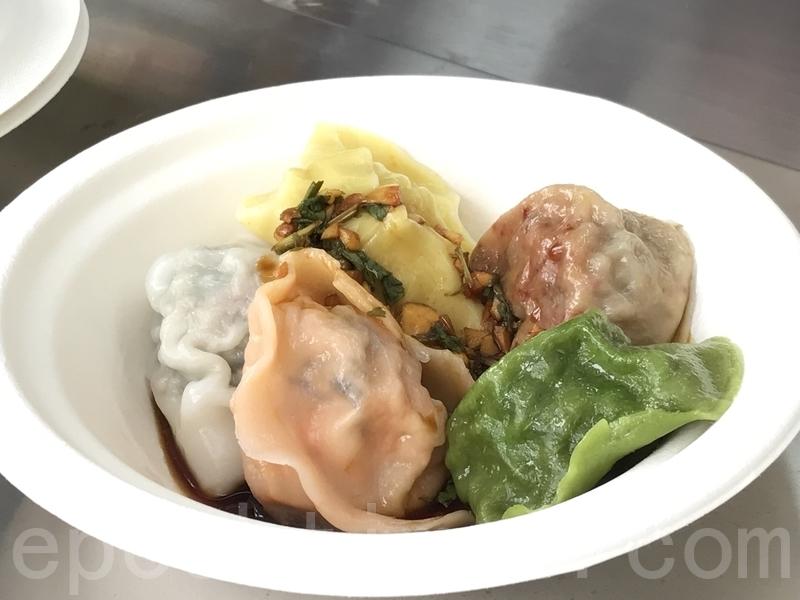 「有得餃」以菠菜、粟米及番茄等食材製作的五色餃子。(王文君/大紀元)