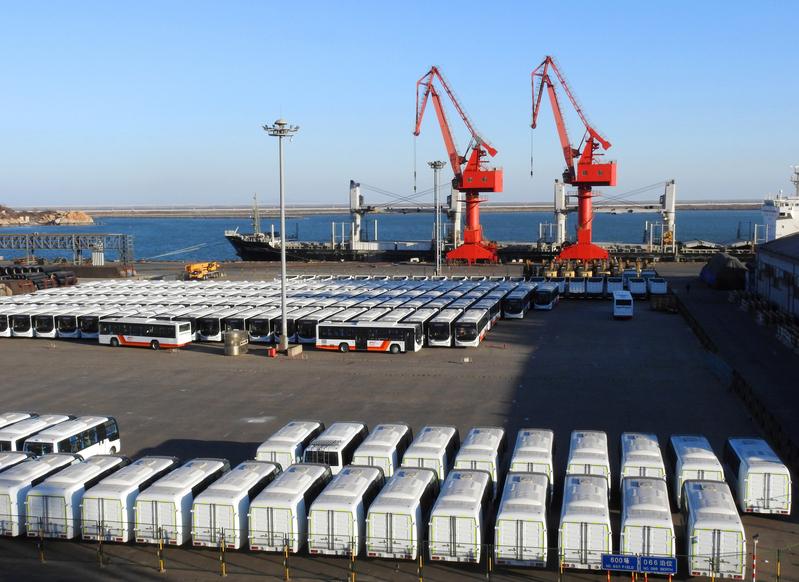 經濟學家預測,中國經濟在2017年或將迎來最大風險。圖為江蘇省連雲港港口。(STR/AFP)