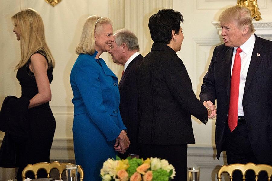 伊萬卡本周參與特朗普和企業執行長舉行的政策會議。(BRENDAN SMIALOWSKI/AFP/Getty Images)