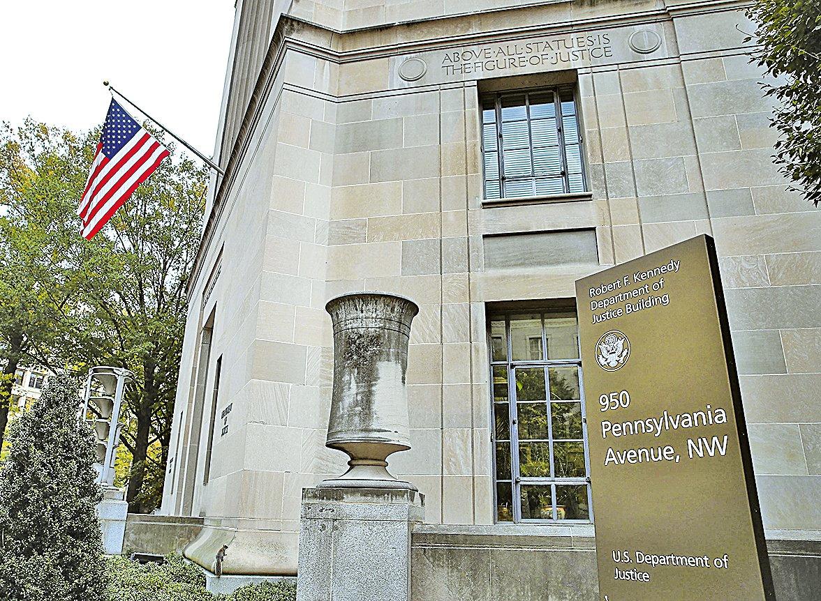 周五(2月3日),西雅圖的一位聯邦法官下令在全國範圍內暫停執行特朗普總統的移民行政令。周六(2月4日),美國司法部針對這名法官的判決,向第九巡迴法庭提出上訴。(Getty Images)