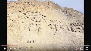 尼泊爾峭壁發現上萬神秘洞穴