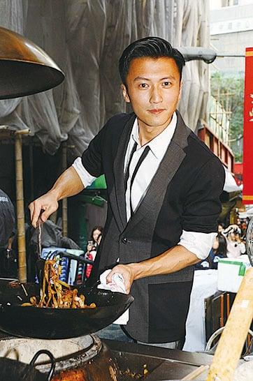 謝霆鋒炒牛河秀廚藝。(網絡圖片)
