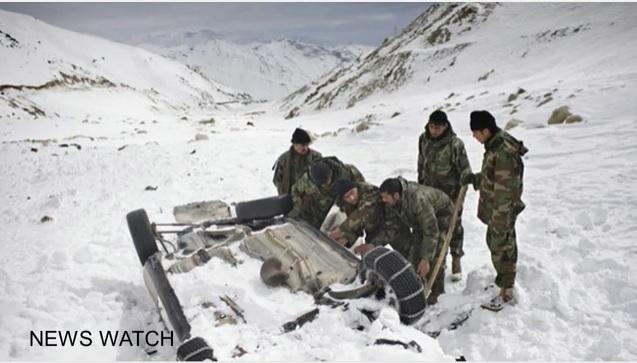 周日(5日),阿富汗中部和北部省份因連續降雪發生多起雪崩事件,摧毀上百戶民宅,並造成逾百人死亡,也有大量車輛被困在公路上,有司機被凍死。(視像擷圖)