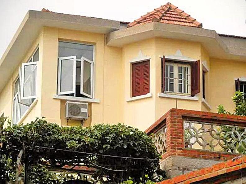 在鼓浪嶼升旗山的東北端,有五幢外觀相似的別墅,其中這棟10號別墅,晚年的黃萱,在這裏住了二十幾年。(網絡圖片)