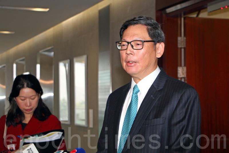 金管局總裁陳德霖表示,去年11月「加辣」後,本港樓市仍然反覆,需要更多時間觀察樓市周期演變,決定會否撤招。(蔡雯文/大紀元)