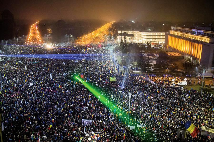 【圖片新聞】羅馬尼亞50萬人上街 促政府下台 民怨高漲