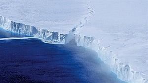 南極冰架裂縫長達110哩大冰山隨時會誕生