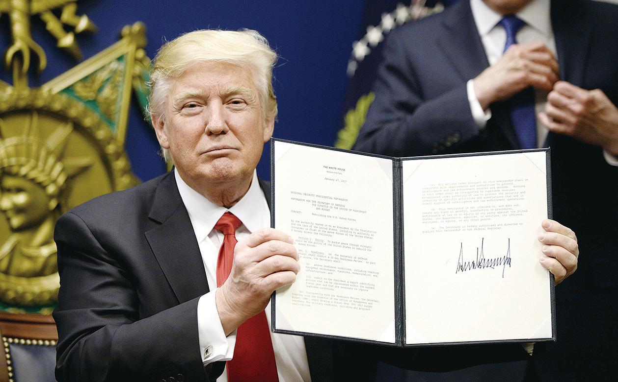 1月27日特朗普在維珍尼亞州簽署行政命令。(Getty Images)