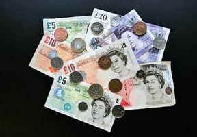 脫歐疑慮罩頂  英鎊貶至7年新低