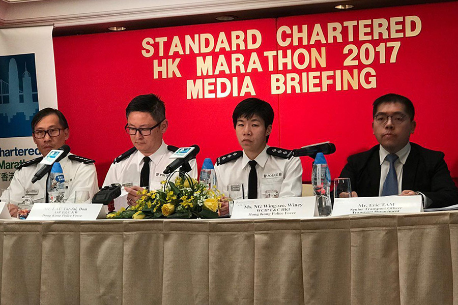 警方及運輸署在今日(8日)下午召開記者會,公佈在2月11日及12日香港渣打馬拉松舉行期間的特別交通及運輸安排。(王文君/大紀元)