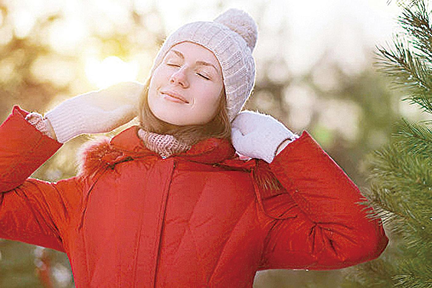 即使是天寒地凍的日子,出去曬曬太陽,其改善心情的巨大功效也讓人想不到。(Fotolia)