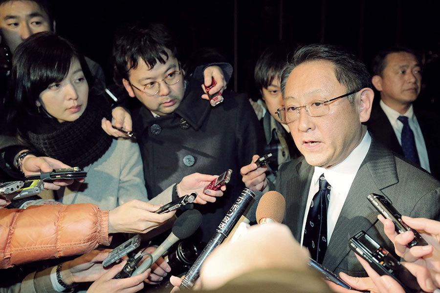 2月3日晚上,日本安倍晉三首相與豐田公司社長豐田章男在東京的一家酒店進行了約2小時的會談,就今後的美日經濟關係的走向交換了意見。(Getty Images)