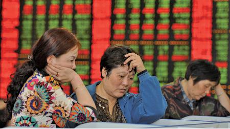 去年以來,大陸股市風波,債券市場的潛在風險,銀行業的壞賬壓力,以及多個地方出現的交易平台和互聯網金融機構跑路事件,都表明金融系統嚴重監管不力。(AFP)
