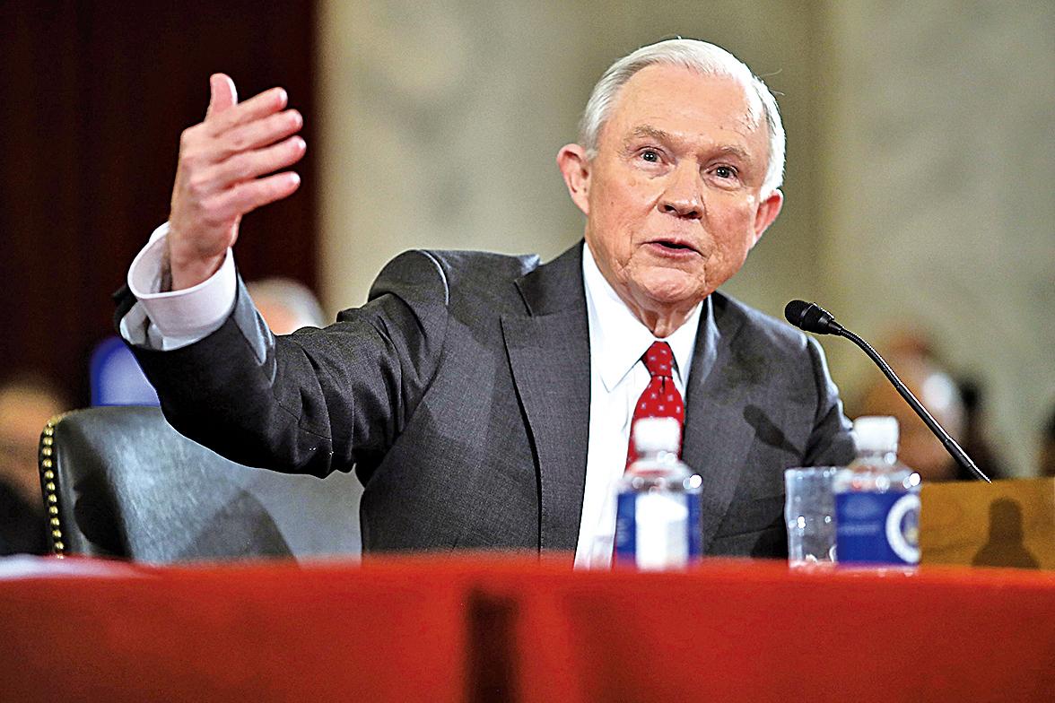 2月8日,司法部長提名人塞申斯(Jeff Sessions)在參議院的全體投票中以52-47票通過,成為下一任司法部長。(Getty Images)