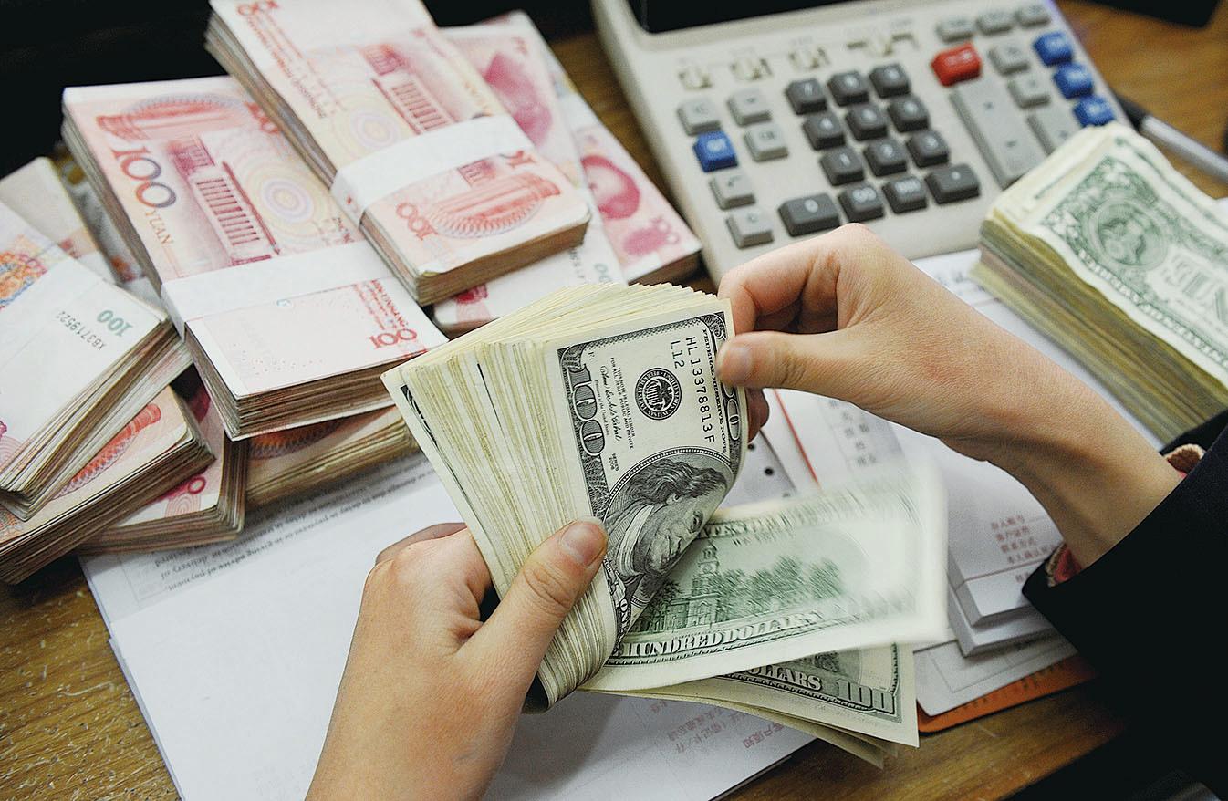 今年1月末大陸外匯儲備餘額為29,982億美元,是2011年2月以來首次跌破3萬億美元。(Getty Images)