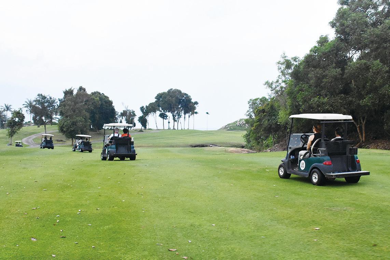 民丹島礁湖度假村有兩個綠油油18洞的高爾夫球場。(孫明國/大紀元)
