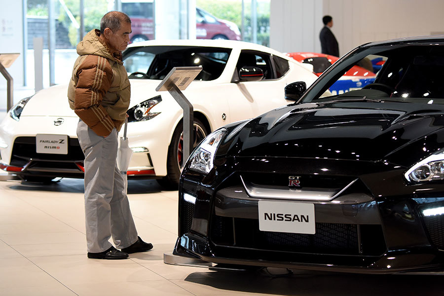 日本首相安倍晉三9日啟程訪美,預定10日在白宮和特朗普總統會面。日本各界屏息關注川安會,特別是對美日貿易逆差貢獻最大的汽車業。(TORU YAMANAKA/AFP/Getty Images)