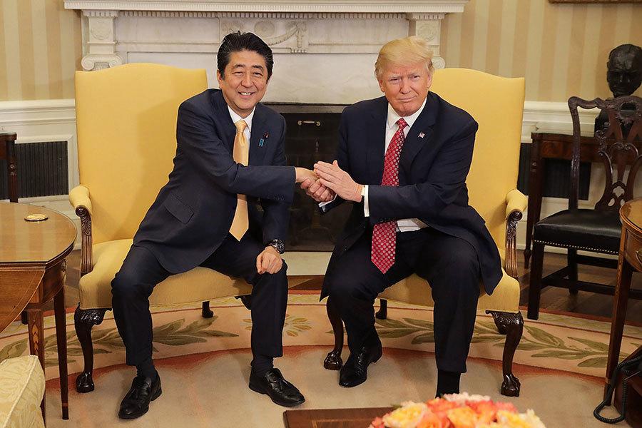 特朗普和安倍10日上午在白宮會面。(Chip Somodevilla/Getty Images)