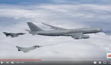 2月9日(周四),俄羅斯兩家轟戰機先後飛近英國、法國和西班牙領空,引發3國戰機緊急升空攔截。圖為俄轟炸機迫近英國領空時,英國皇家空軍派出颱風戰機攔截。(YouTube視像擷圖)