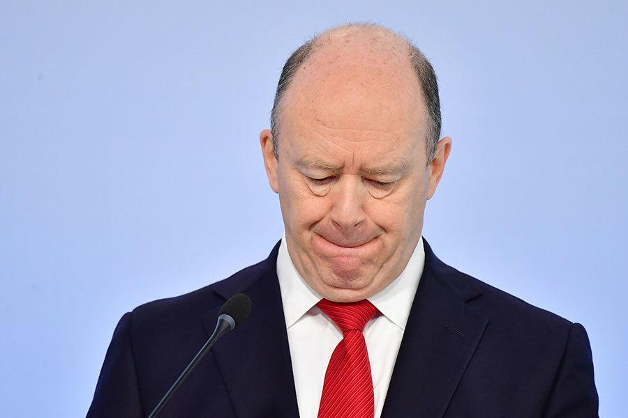 德意志銀行總裁奎恩在報上刊登整版廣告,為昔日重大錯誤向所有顧客說「對不起」。(Thomas Lohnes/Getty Images)
