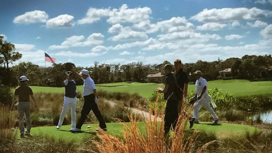 美國總統特朗普11日在佛州和日本首相安倍晉三開心打高爾夫球。(特朗普推特擷圖)