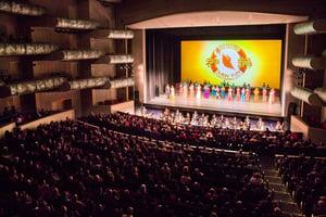 神韻堪薩斯首場爆滿 「中華傳統璀璨綻放」