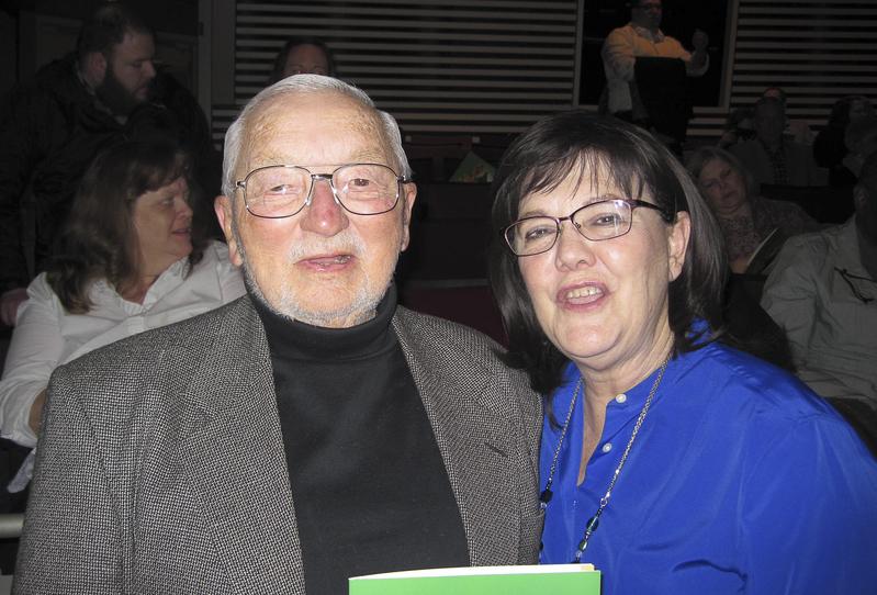 退休出版商David Plumer先生和太太Diane Cheston 2月10日一同欣賞了神韻巡迴藝術團在堪薩斯城的演出。(李文婷/大紀元)