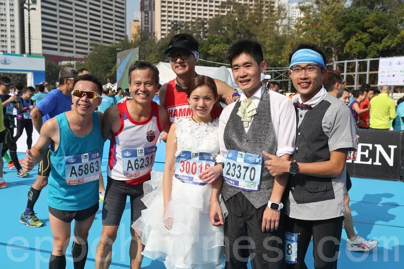 全城熱跑馬拉松  多情侶跑場求婚成功