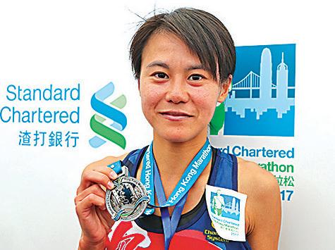 女子全馬本地冠軍是梁穎恩,時間是3小時4分10秒。(余鋼/大紀元)