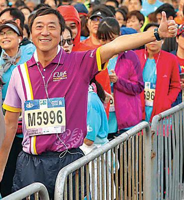 中文大學校長沈祖堯首次跑10公里賽事,希望藉此勉勵年輕人加油。(中大傳動fb)