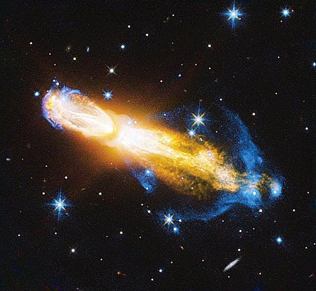 哈勃觀察恆星爆炸噴發奇觀
