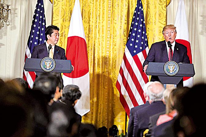 特朗普和安倍舉行聯合記者會,譴責北韓並表示美日將緊密合作,應付威脅。(Getty Images)