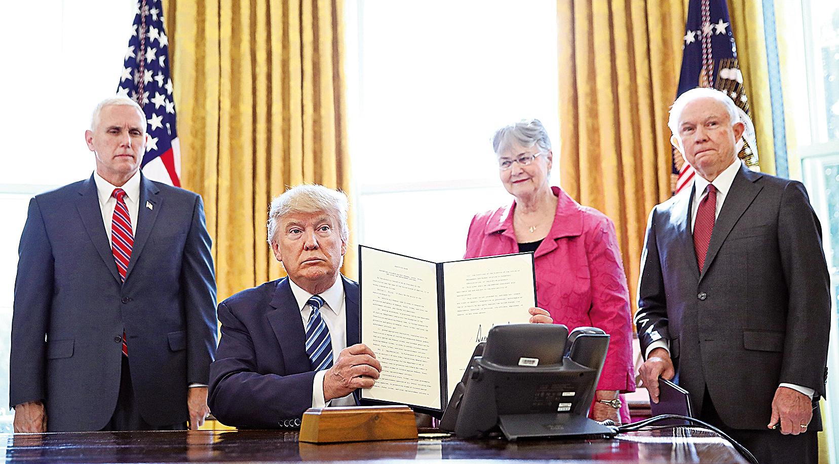 特朗普總統9日簽署三個行政命令,誓言終結暴力犯罪,開啟正義時代。(Getty Images)