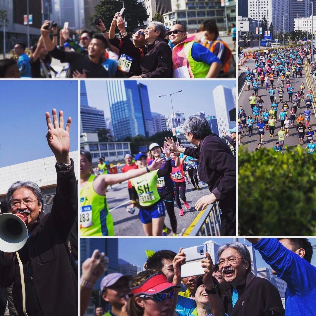 曾俊華其後到金鐘向參加渣打馬拉松的跑手加油,很多選手爭相和他合照和打氣。(曾俊華Instagram圖片)