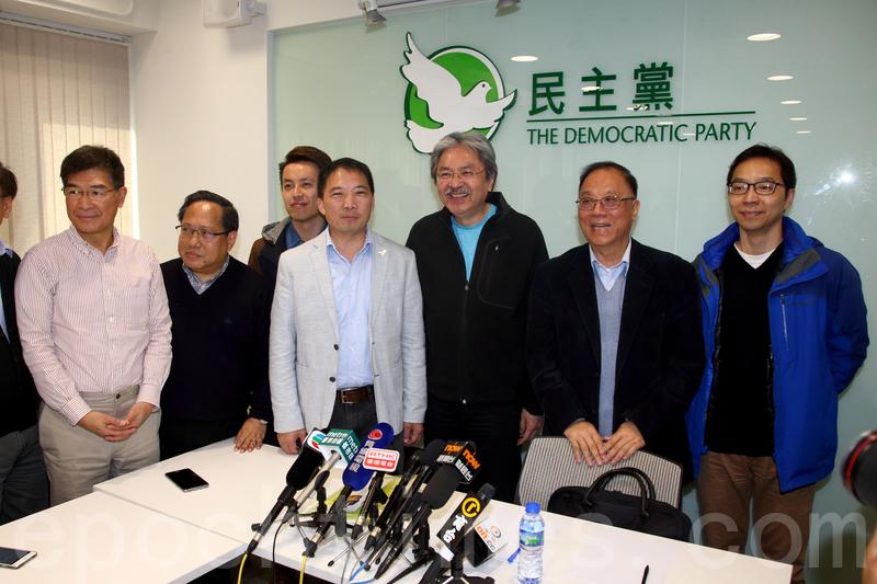 民主黨主席胡志偉(左四)與曾俊華會面後表示,該黨傾向提名曾俊華和胡國興。(李逸/大紀元)