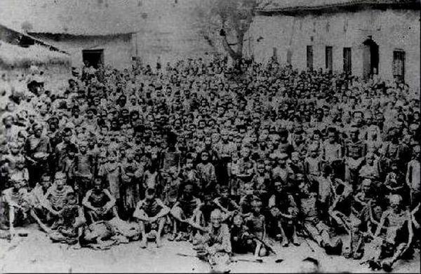 中共1958年發動「大躍進」運動以後,中國出現了一場前後延續四五年之久的大饑荒。大饑荒完全是中共造成的徹底的「人禍」。大饑荒死亡人數究竟是多少,一直是個謎。海內外學者的研究以及不斷被披露的中共內部文件均顯示,大饑荒或致超過四千萬中國人非正常死亡。(網絡圖片)