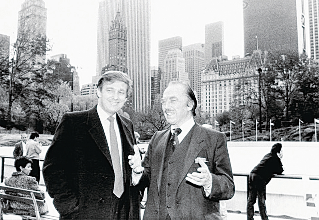 特朗普(左)和他的爸爸。照片攝於1987年。(Getty Images)