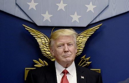 移民專家指出,特朗普總統的移民行政令不是永久性的禁令,但對美國國家安全是必要的,這是因為歐巴馬政府對移民的審查很鬆懈。(Olivier Douliery-Pool/Getty Images)
