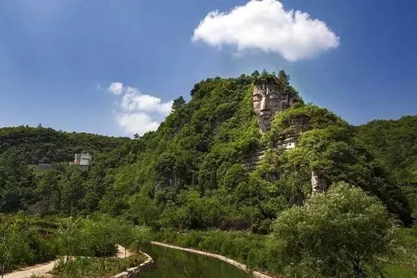藏山中千百年 世界第一大自然石佛貴州露真容
