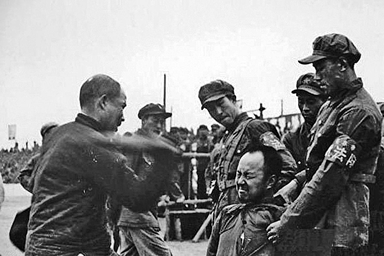 上個世紀50年代中共「鎮反」運動現場。(網絡圖片)