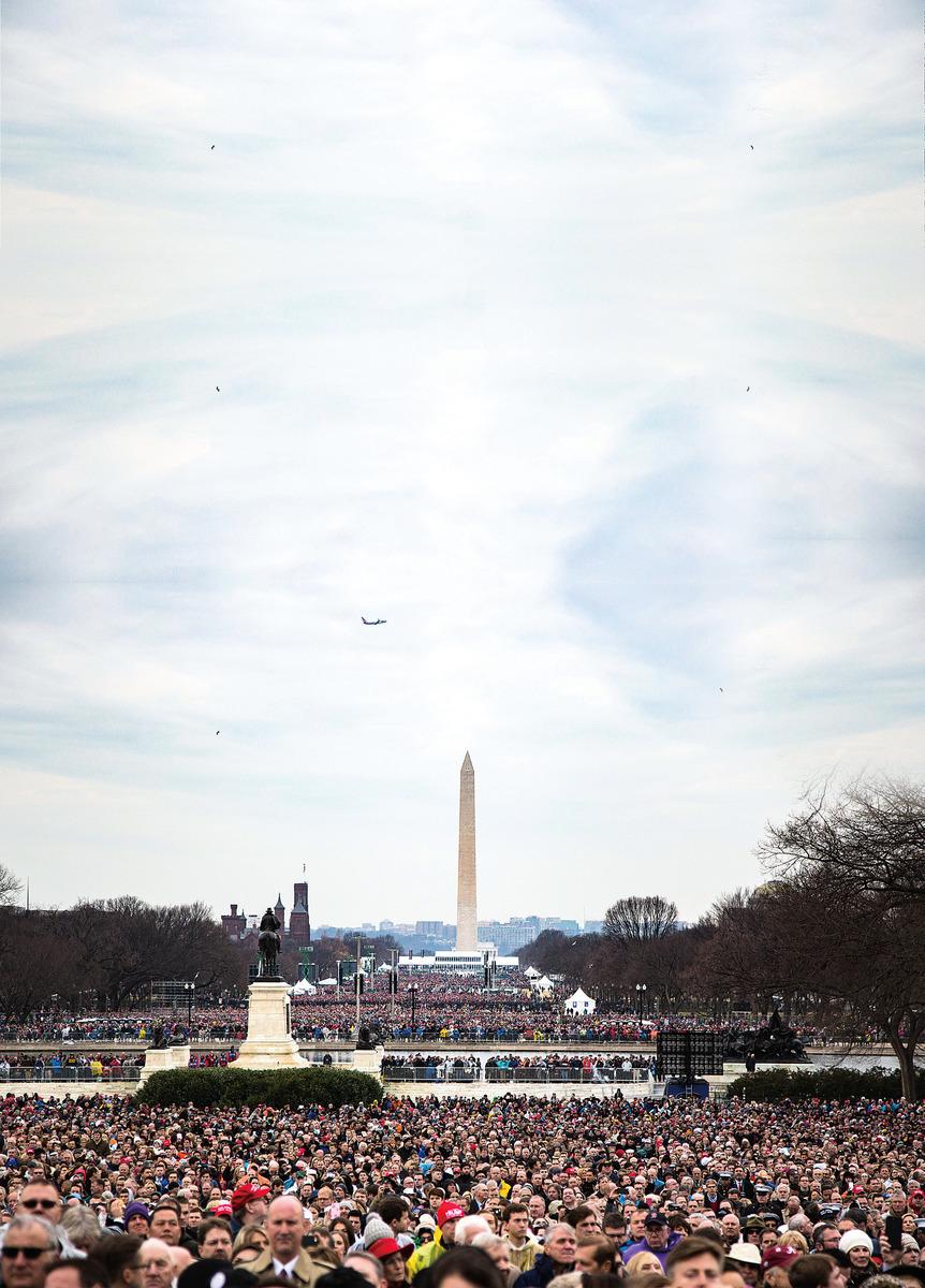 1月20日,美國華盛頓國家廣場內站滿了參加特朗普就職典禮的民眾。(Benjamin Chasteen/Epoch Times)