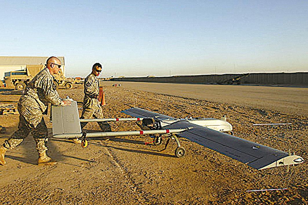 1月31日,美國亞利桑那州的陸軍基地一架偵查無人機失蹤,約兩周後在600哩外的科羅拉多州被發現掛在一棵樹上。至今仍無法解釋為何這架無人機飛了那麼遠。(Getty Images)